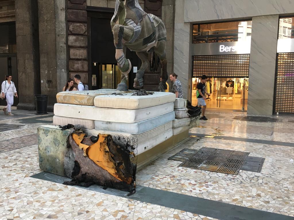 Barboni a Milano - Funerale della civiltà